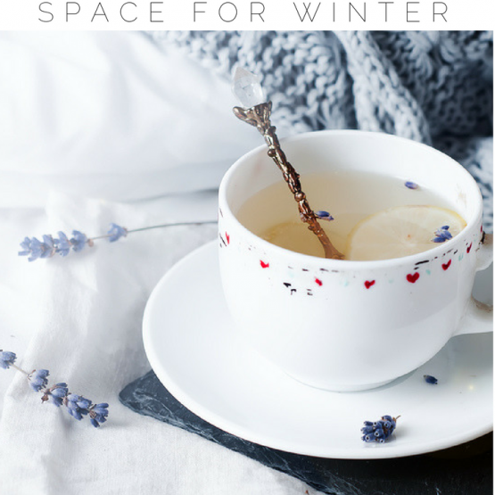 Does winter have you craving a cozy home? There are small (inexpensive) changes you can make, from reading areas to whimsical string lights that will make your home feel snug this winter. These cozy home ideas are sure to keep you warm all season long. Click through to read the tips and make sure to pin so others can read it too!