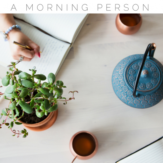 If you're not a morning person, but want to learn how to wake up early and become a morning person, you need to check out these tips! Morning people are more productive, successful and energetic through out the day, but you need a plan, schedule and strategy. Click through to read how to be a morning person and save this pin for others!