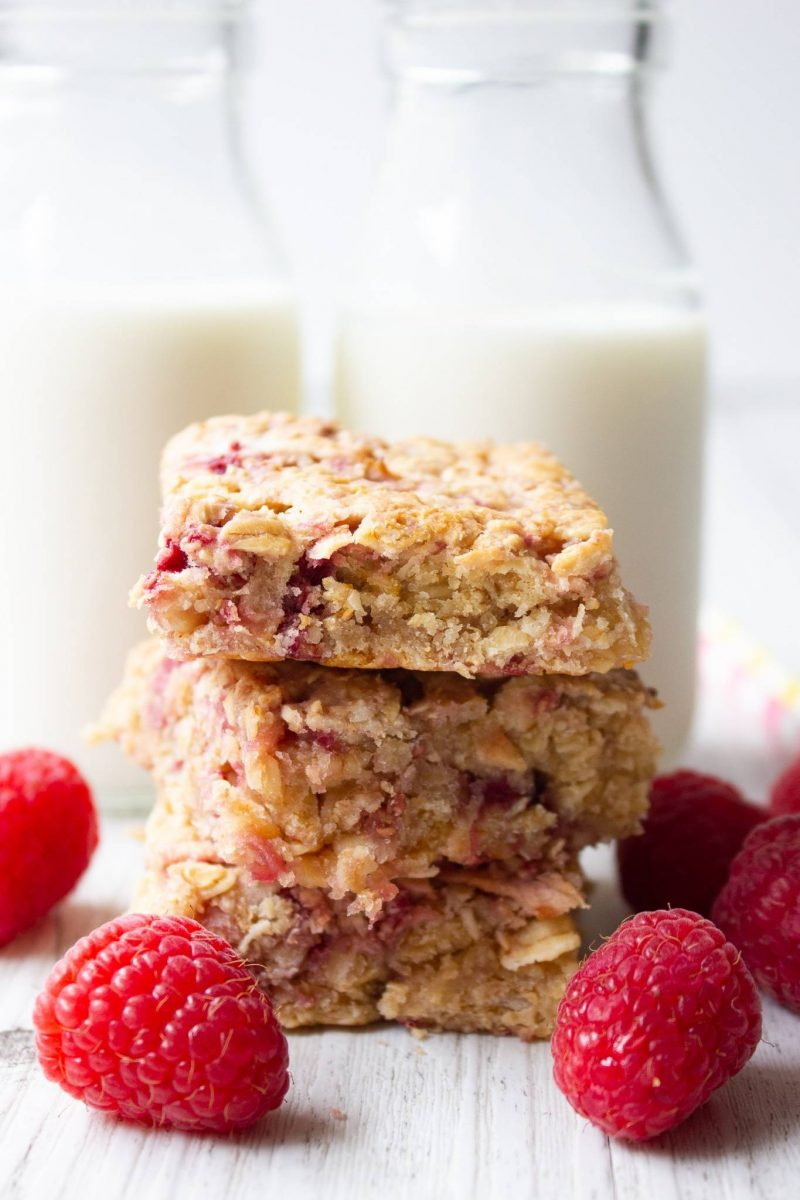 on the go breakfast recipes- apple raspberry oatmeal slice