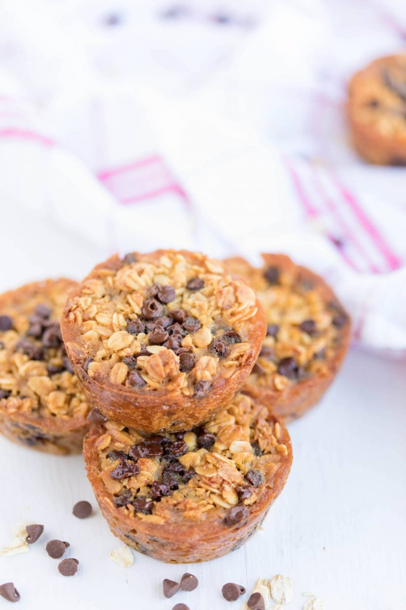 on the go breakfast- oatmeal chocolate chip breakfast cups